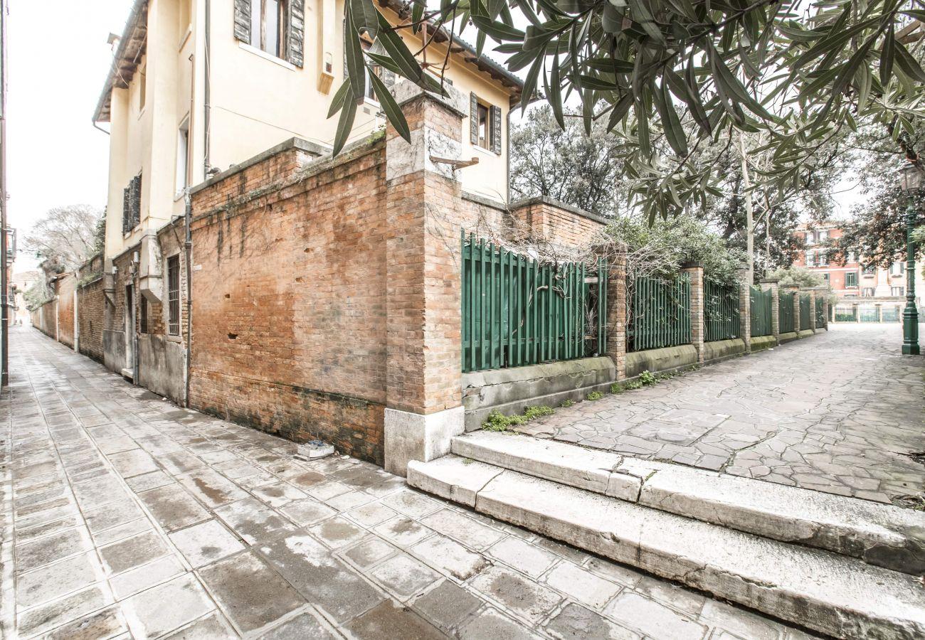 Apartment in Venice - Design District Apartment R&R
