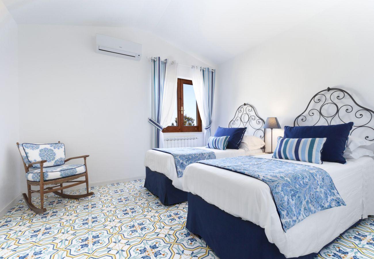 twin bedroom with window and air conditioner, villa chez piè, vacation villa massa lubrense, italy