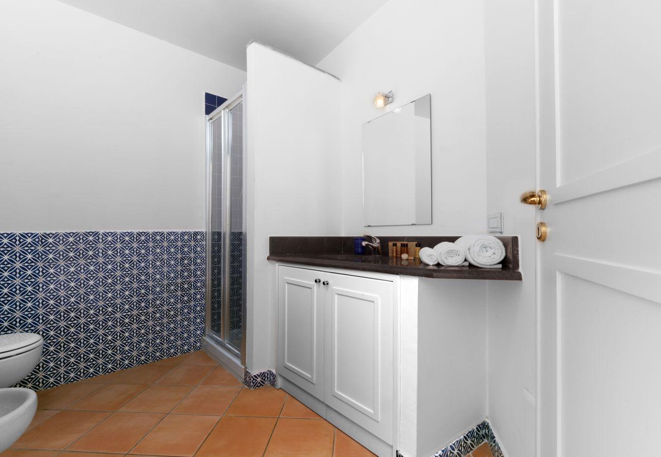 wide bathroom, villa chez piè, vacation villa massa lubrense, italy