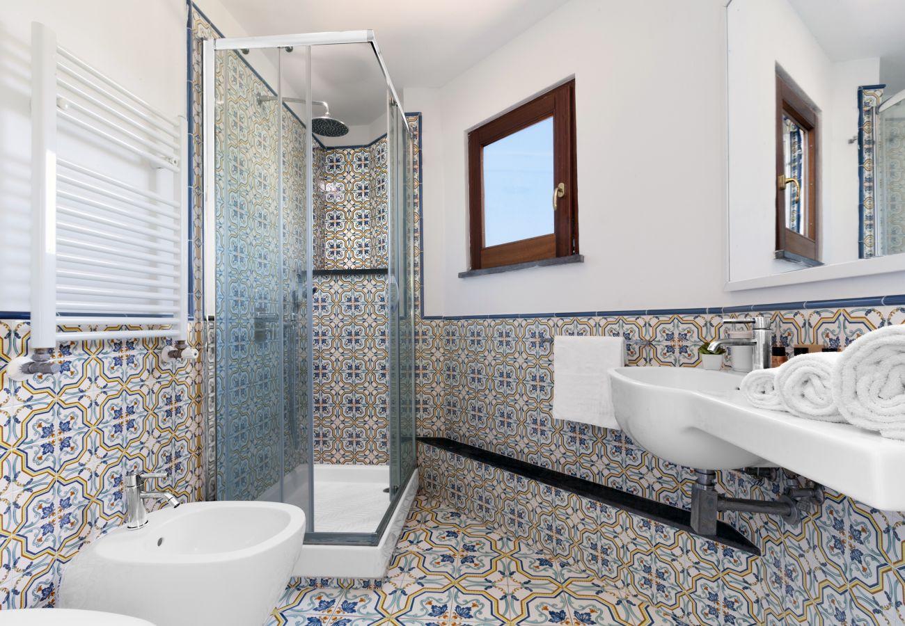 bathroom with shower cabin and little window, villa chez piè, vacation villa massa lubrense, italy