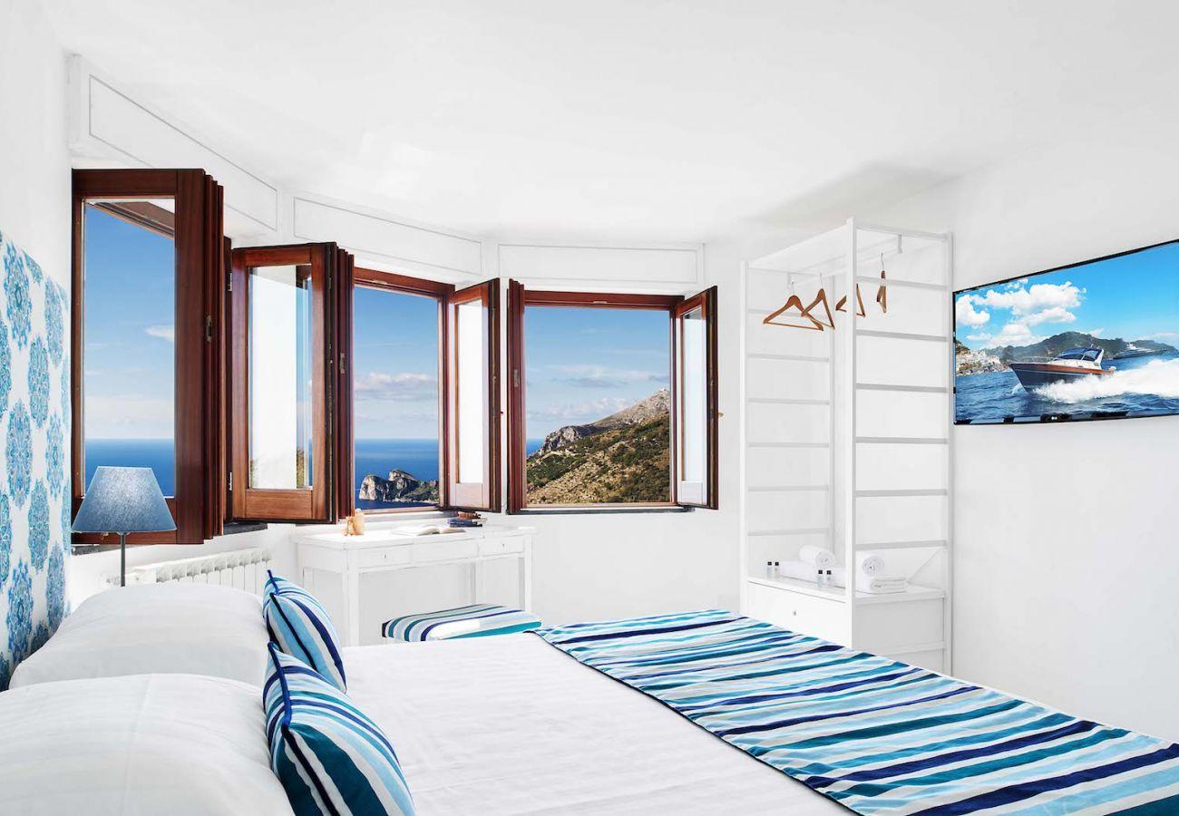 panoramic double bedroom, in sailor style, villa chez pie