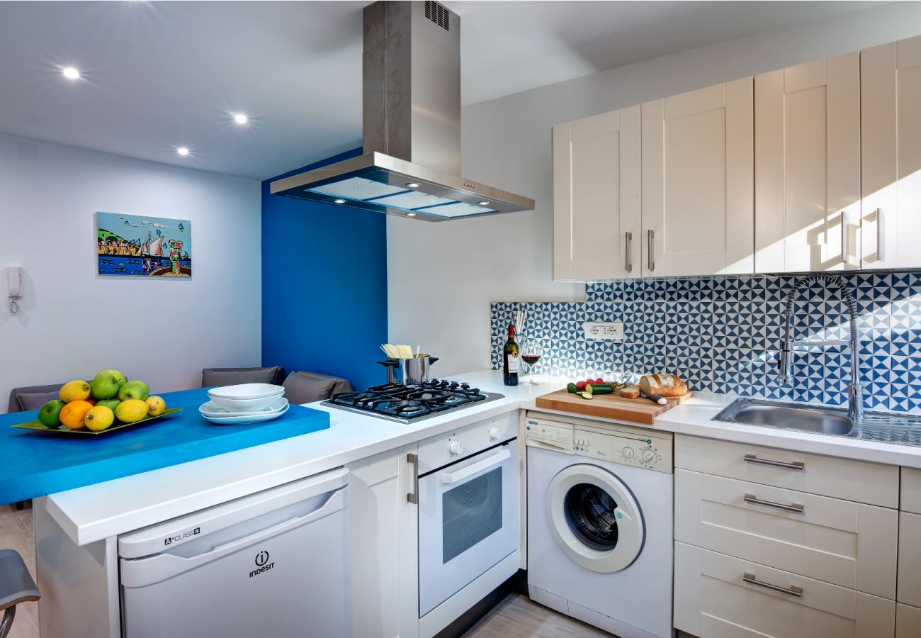 modern fully equipped kitchen, balconcino holiday apartment sorrento, italy