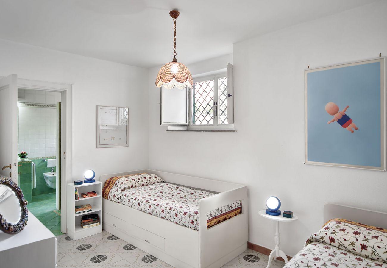 twin bedroom with en-suite, villa il gioiello, sorrento, italy
