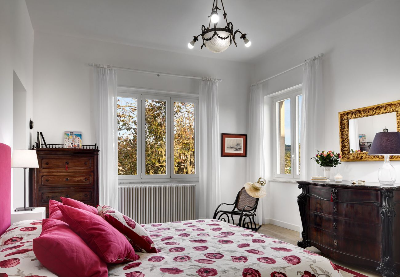 bright double bedroom, two windows, vacation villa la casa bianca, massa lubrense, italy