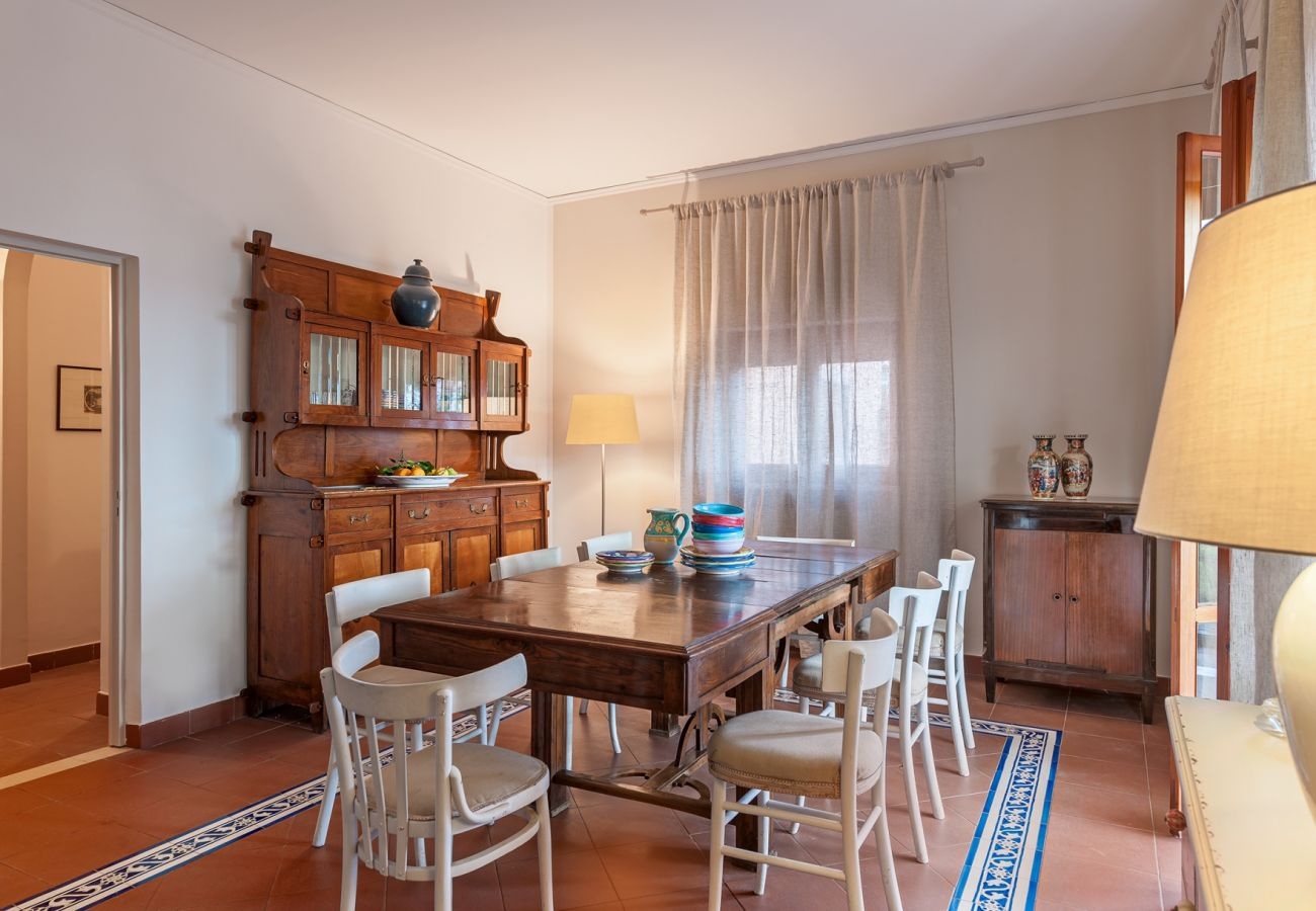 dining room, classic furniture, soft lights, villa alfonsina, massa lubrense, italy