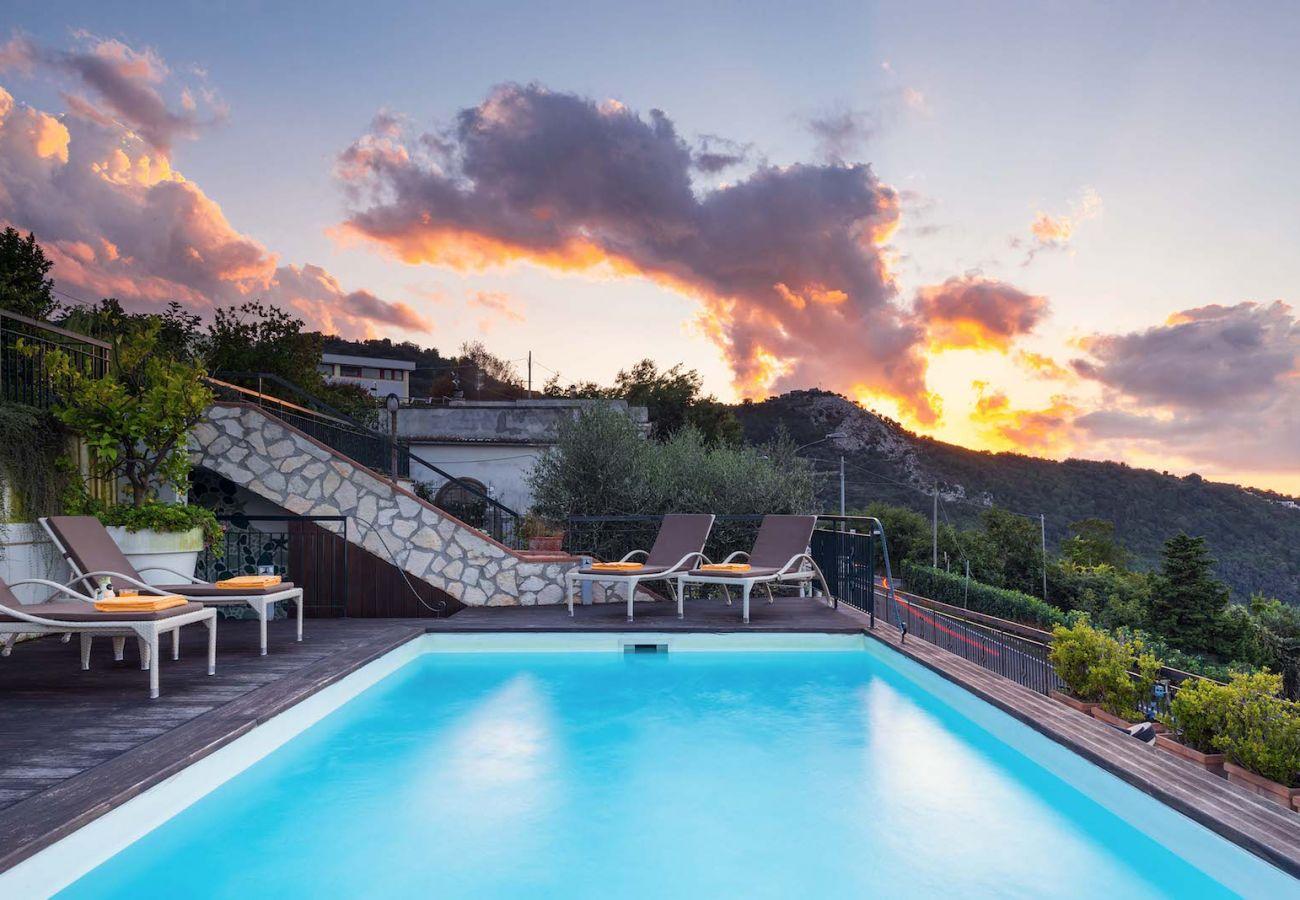 pool side and solarium at sunset, villa nanà sorrento peninsula