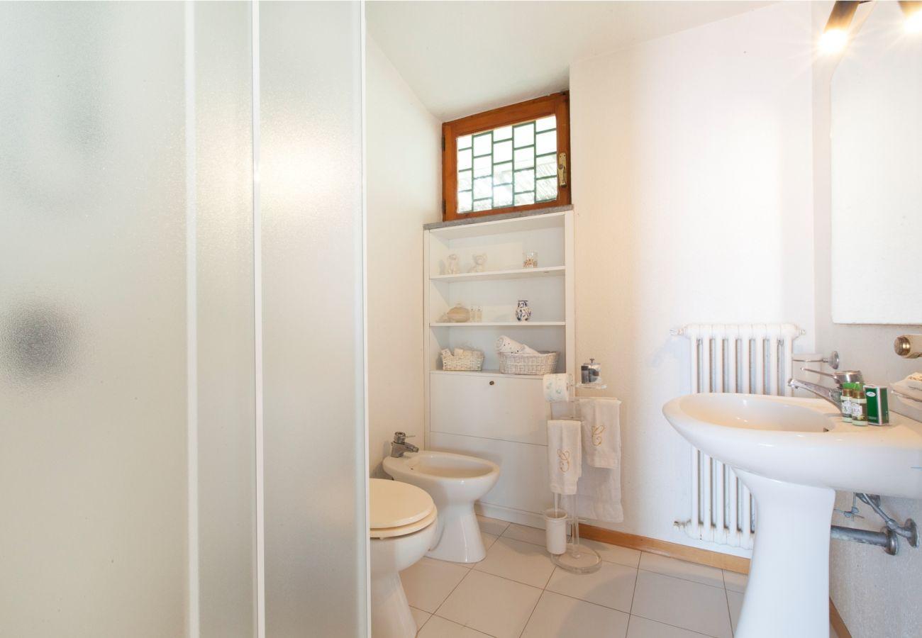 bathroom with shower cabin, holiday villa sterlizia, massa lubrense, italy