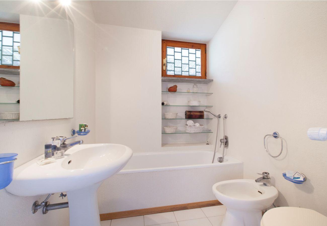 classic bathroom, holiday villa sterlizia, massa lubrense, italy