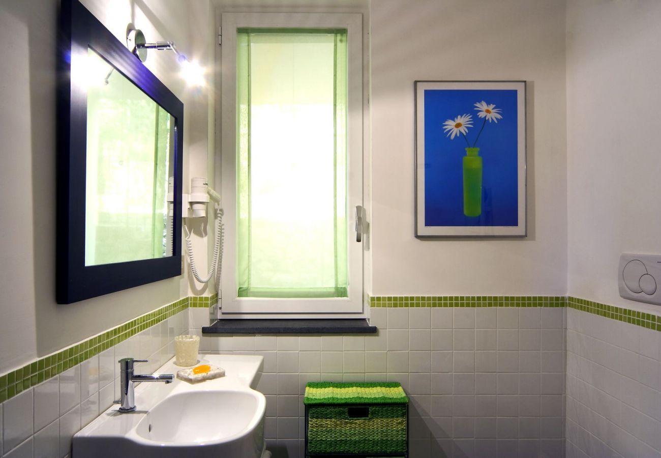 modern bathroom with window, holiday apartment turandot, sant'agata sui due golfi, italy