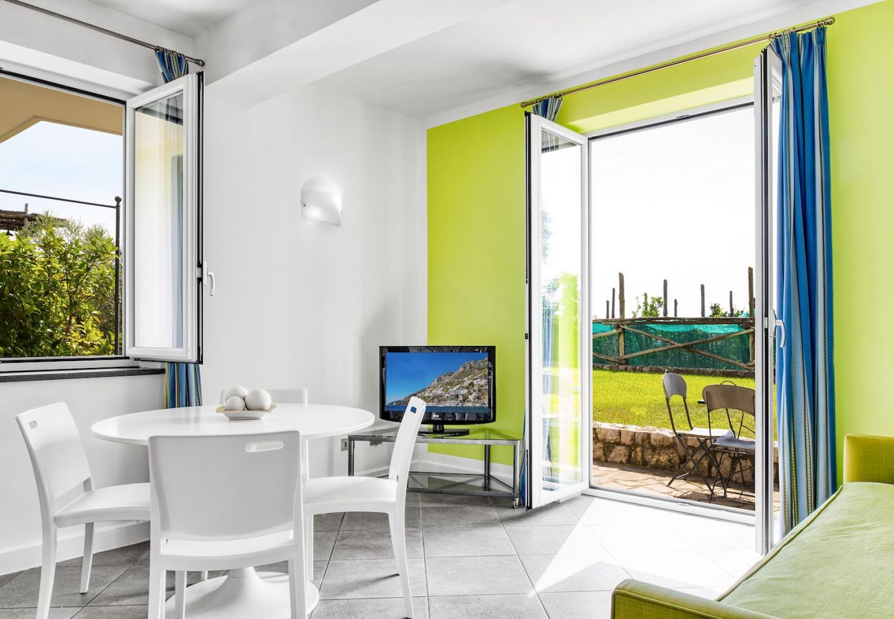 living and dining area with garden entrance, sunny day, turandot apartment le capannelle
