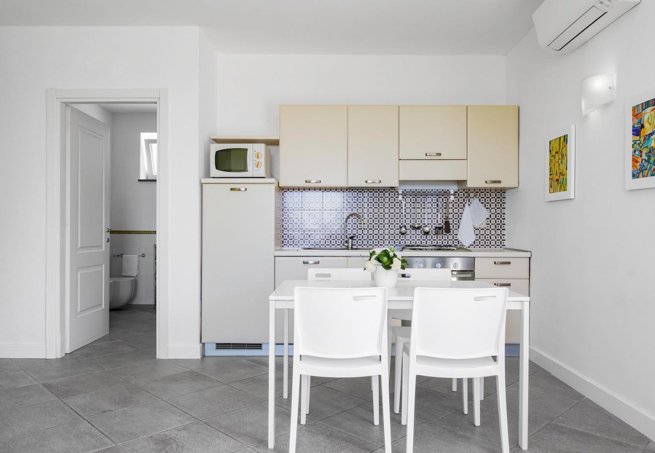 fully equipped kitchen corner and table with chairs, holiday apartment tosca, sant'agata sui due golfi, italy