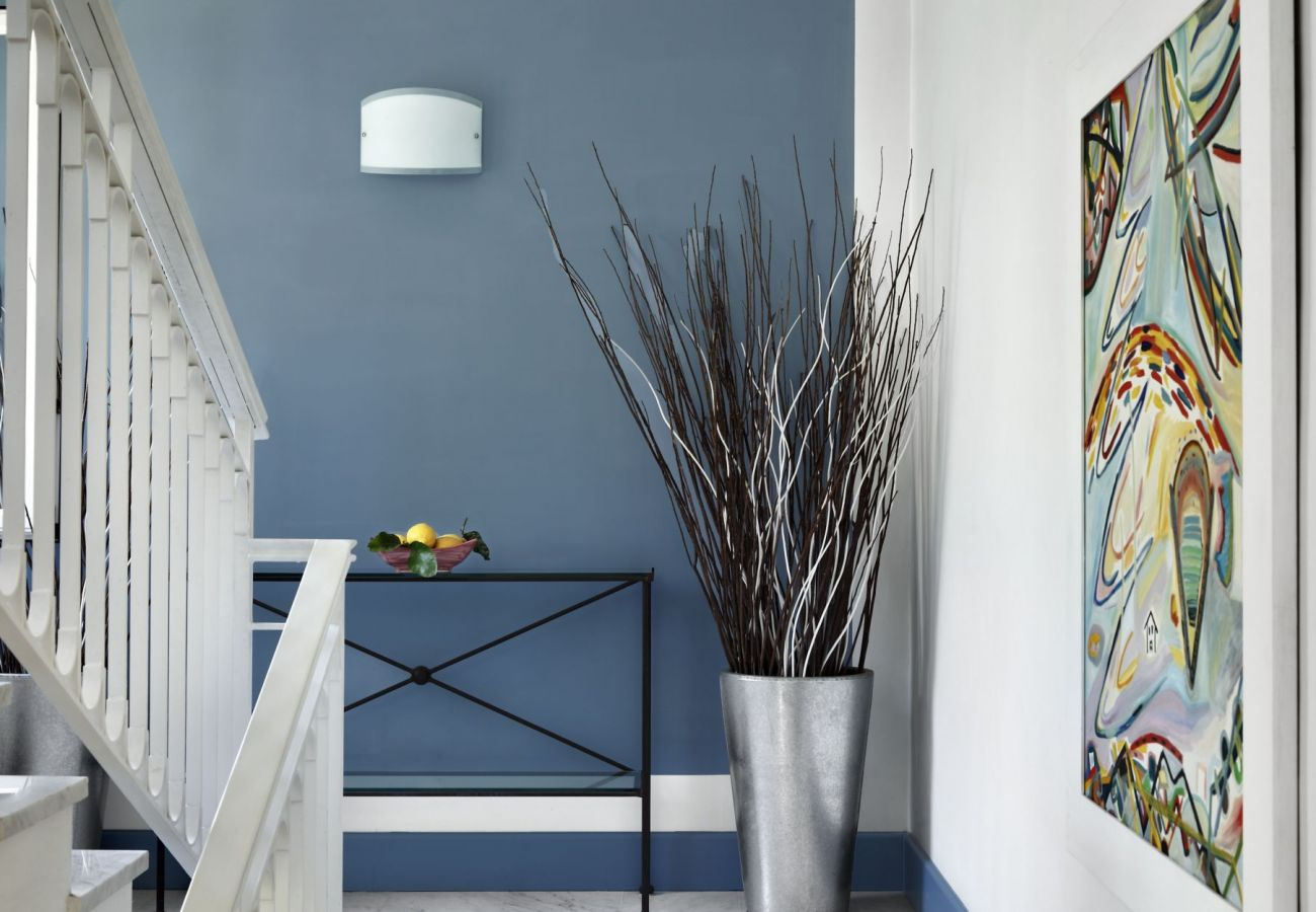 staircase, blue and white, holiday apartment figaro, sant'agata sui due golfi, italy