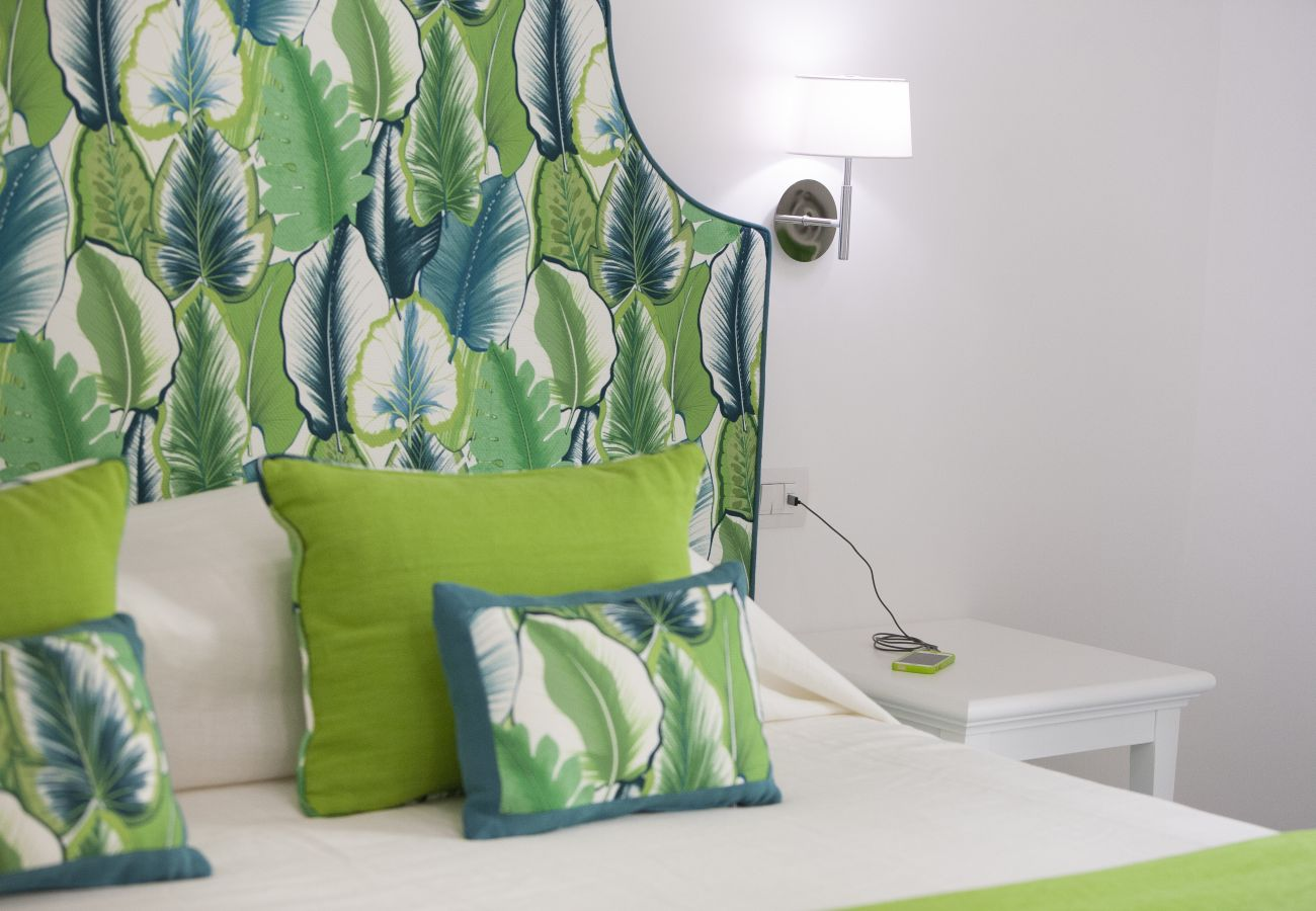 doublebed in green, holiday apartment green suite, sorrento, italy