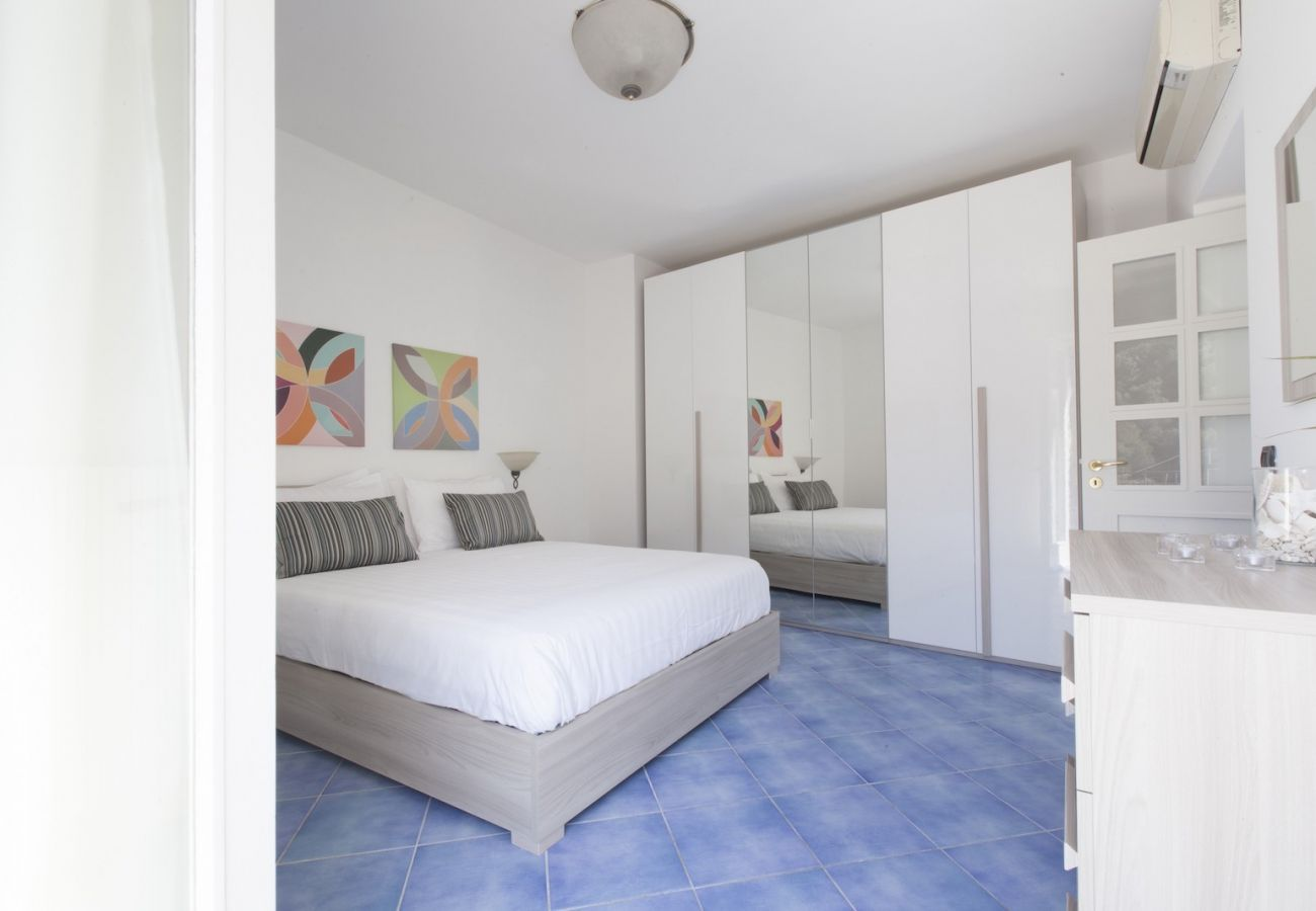 double bedroom tetto bianco holiday apartment