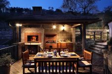 outdoor patio with wood oven for pizzas and bbq, villa le birbe