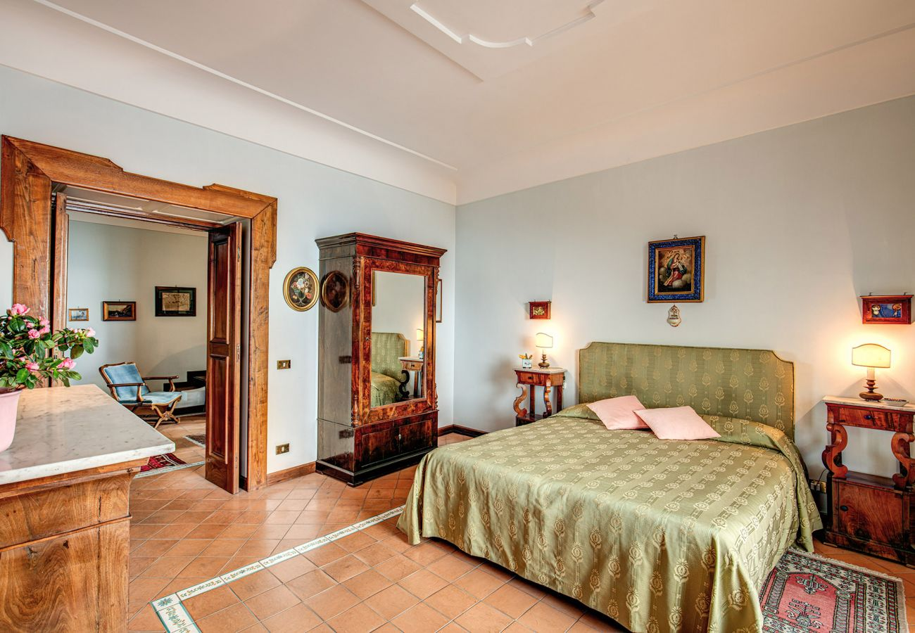 bright and wide classic elegant double bedroom, holiday home positano casa marina