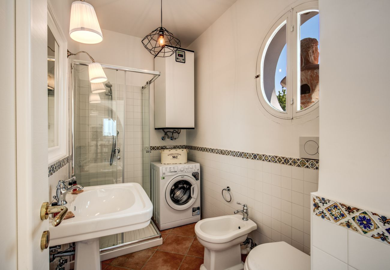 first floor, bathroom with shower and washing machine