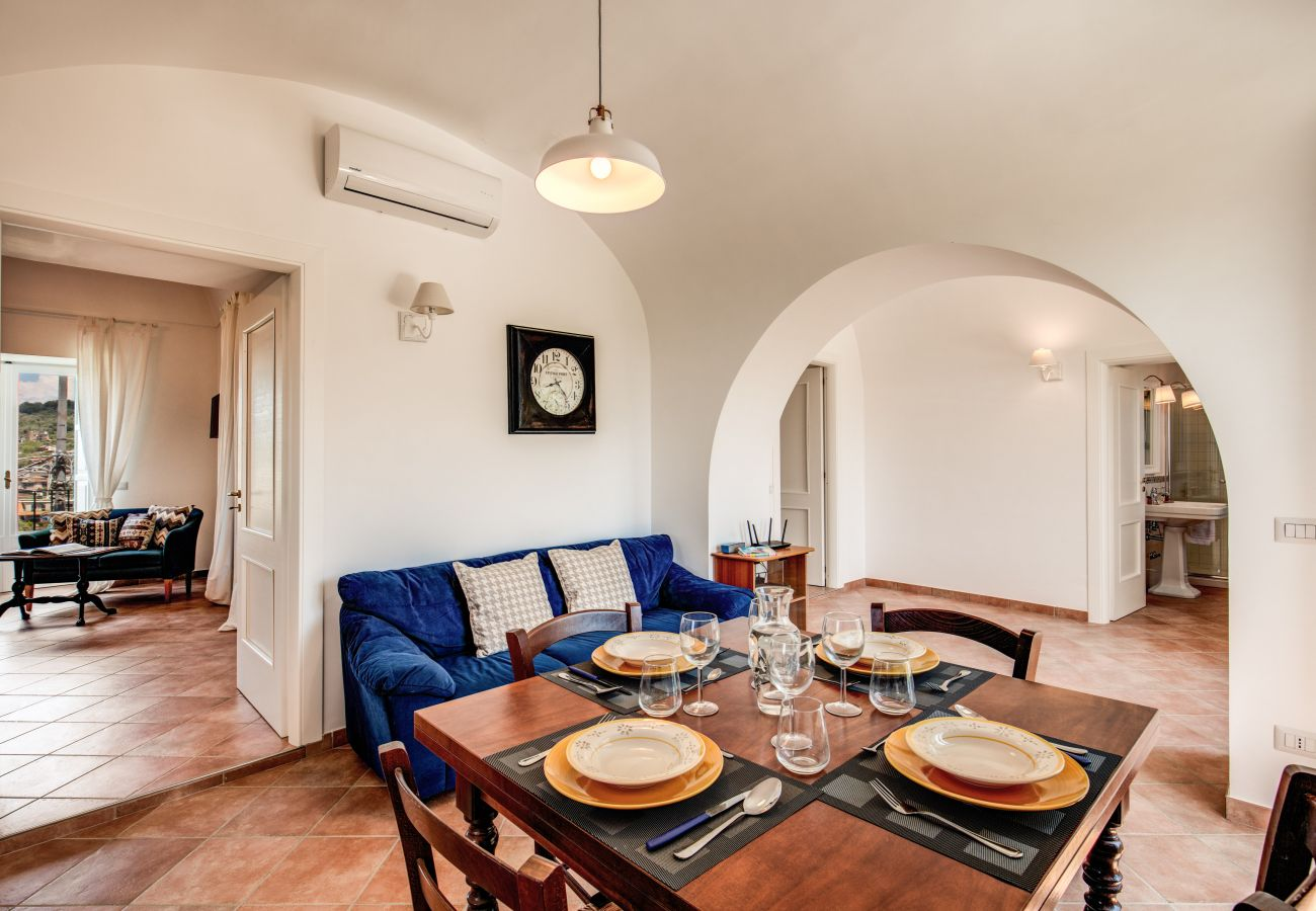 charatteristich dining area with air conditioning