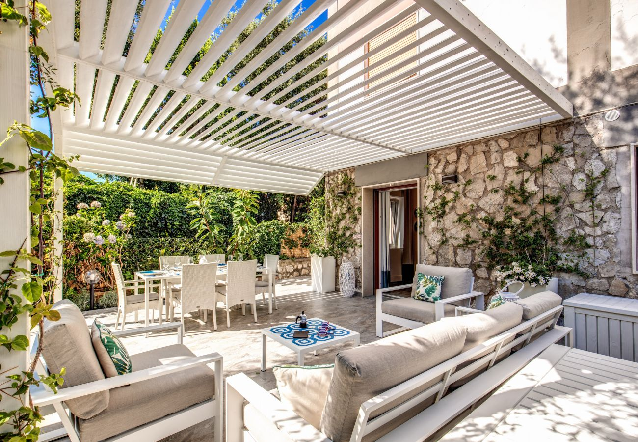 fully equipped outdoor patio, with gazebo, sofas, bbq, casa sofia