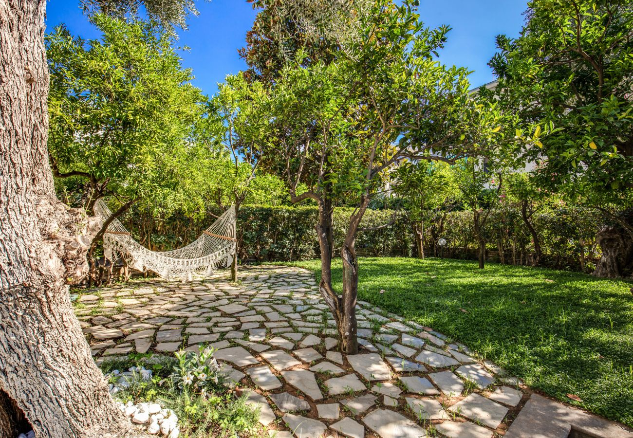 garden with hammock, casa sofia, sorrento centre